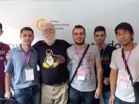 Estudantes da Unipar de Guaíra com Jon Maddog Hall, diretor executivo da Linux Internacional