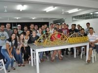 Criatividade: Acadêmicos aplicam teorias estudadas em sala de aula na prova de pontes de macarrão