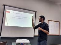 Na apresentação do seu TCC, Hélio Cesar de Souza demonstra como funcionam os óculos