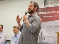"""Professor Odair Geller, coordenador do curso de História e autor do livro """"O contestado entre o Paraná e Santa Catarina: uma questão de limites nos limites da nação"""""""